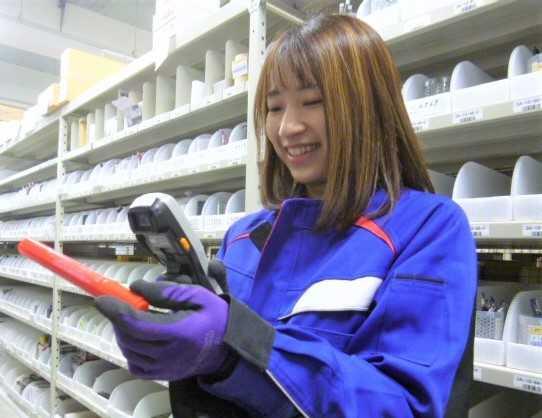 倉庫内でピッキングや検品・梱包を行うお仕事です。
