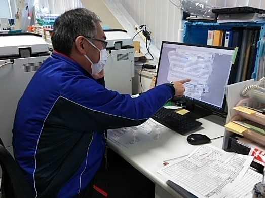 業務の一環として簡単なパソコン操作も含みます。