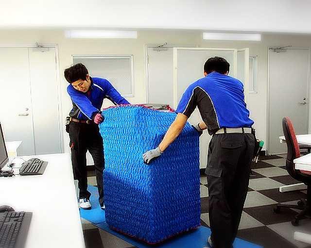 大型製品の取扱いは弊社社員と一緒に行います。